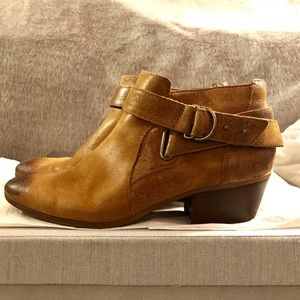 CLARKS Spye Belle Camel Leather Ankle Boot